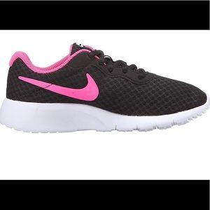 Nike Tanjun girls sneakers